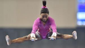 l-americaine-simone-biles-lors-du-concours-general-dames-aux-mondiaux-de-gymnastique-le-10-octobre-2014-a-nanning_5127374