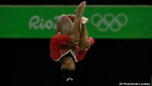 rio-olympics-simone-biles-balance-beam-081516-ap